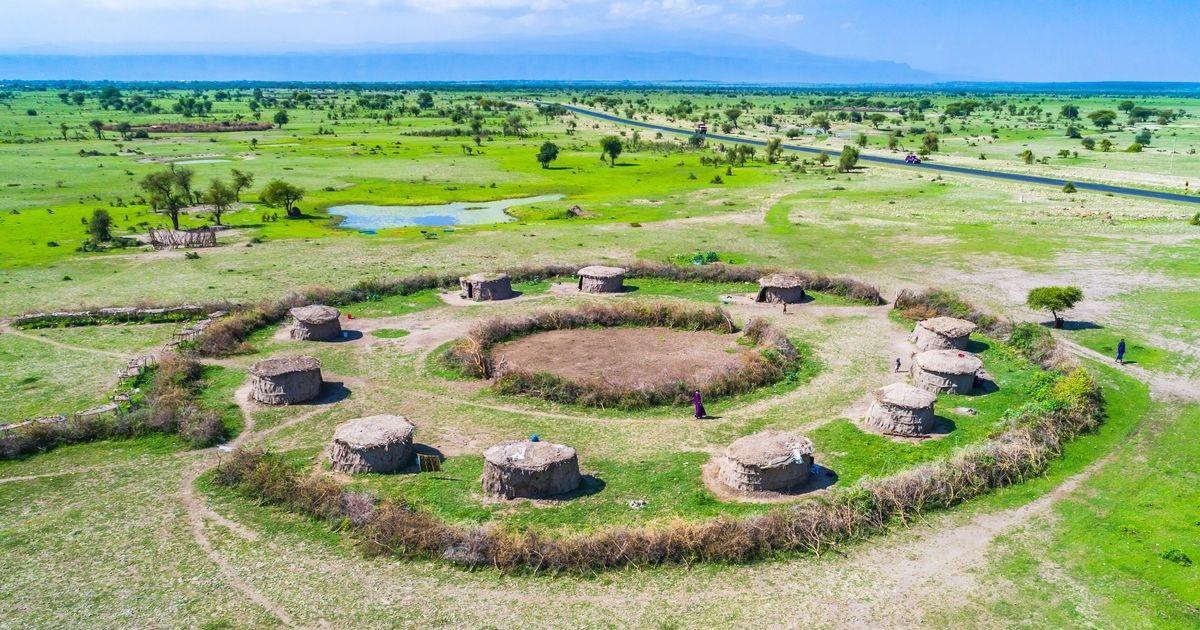 Village-tradiottionnel-Masai-Arusha-National-Parc-en-Tanzanie