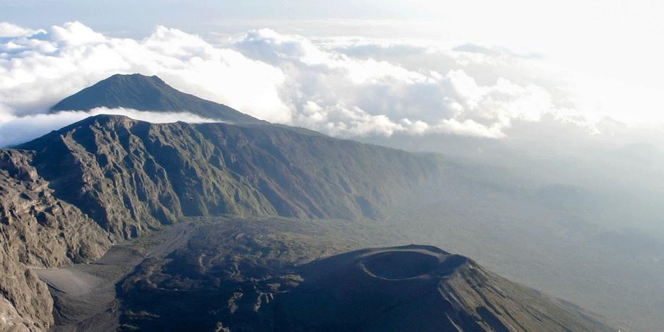 Volcan-Mont-Meru-en-Tanzanie
